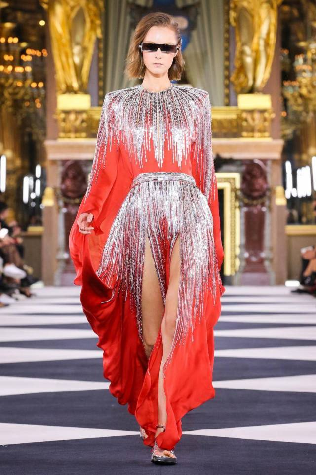 Despite the fact that Olivier Rousteing focuses on the past, the collection includes some futuristic elements.