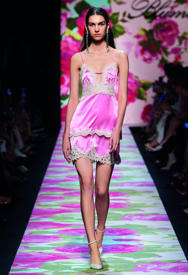 This season, the designer appeals to a younger audience, creating slip-dresses in underwear style and dresses from translucent fabrics, traditional for the brand.
