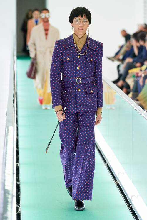 Riding crop becomes an extravagant accessorize in Gucci spring/summer 2020 collection