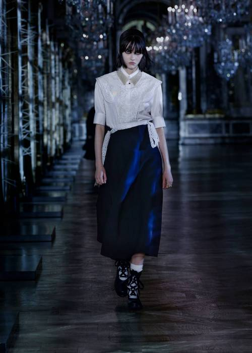 Recently, the world of magi and mythology has remained the main source of inspiration for Dior creative director Maria Grazia Chiuri. In her interviews, the designer has repeatedly admitted that she believes in mystical signs of fate and believes that they will bring good luck to everyone who can unravel their secret meaning.